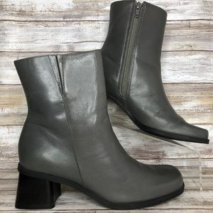 Naturalizer 7M Gray Leather Zip Up Ankle Boots